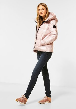MIT VOLUMENKAPUZE - Winter jacket - rosa