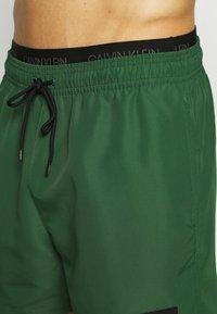 Calvin Klein Swimwear - MEDIUM DOUBLE - Surfshorts - green - 3