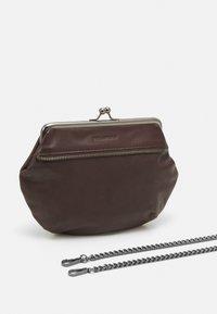FREDsBRUDER - GRAN - Across body bag - brown - 4