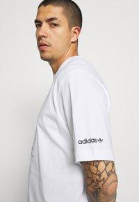 adidas Originals - HAND DRAWN TEE - Print T-shirt - white - 3