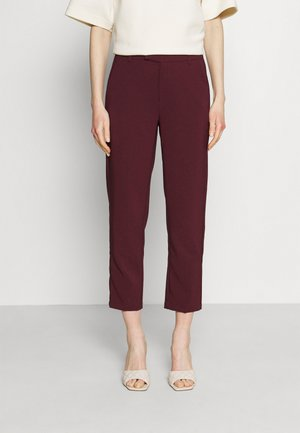 Slim fit business trousers - Bukse - dark red