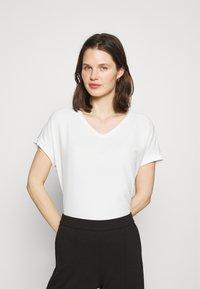 Opus - SUMINCHEN - T-shirts - milk - 0