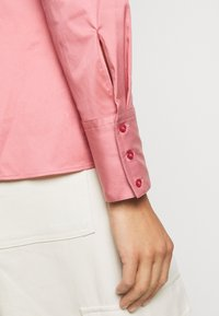 HUGO - THE FITTED  - Button-down blouse - dark pink - 7