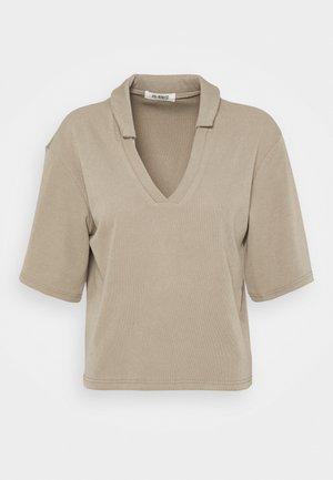CORA - T-shirt imprimé - beige