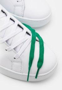 Tommy Hilfiger - RETRO TENNIS CUPSOLE - Trainers - white/nouveau green - 5