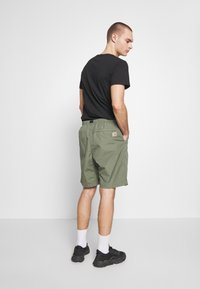 Carhartt WIP - CLOVER LANE - Shorts - dollar green rinsed - 2