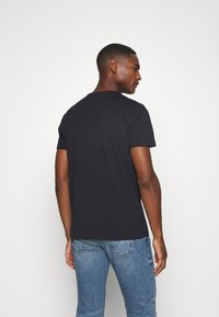 Tommy Hilfiger - STRIPE TEE - T-shirt z nadrukiem - blue - 2