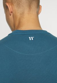 11 DEGREES - CUT AND SEW - Mikina - black /indian teal/white - 3