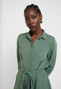 AMOV - CORA SPIRIT DRESS - Sukienka koszulowa - bottle green - 3