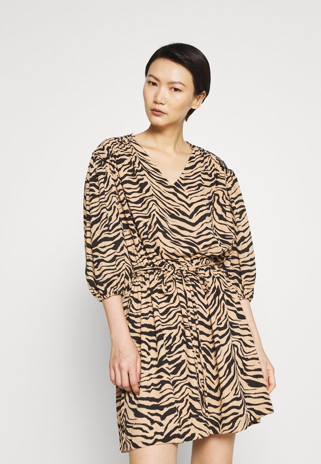 ISABELLA DRESS - Day dress - camel zebra