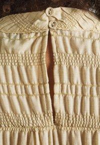 b.young - BXHALNA BLOUSE - Print T-shirt - white pepper - 4