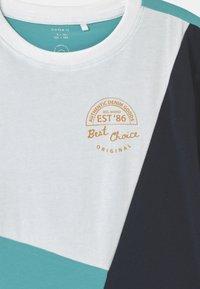 Name it - NKMDOGAN - Print T-shirt - bright white - 2