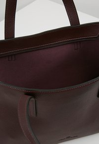 TOM TAILOR - MARLA - Handbag - wine - 4