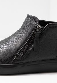 ECCO - SOFT  - Sneakersy niskie - black - 2
