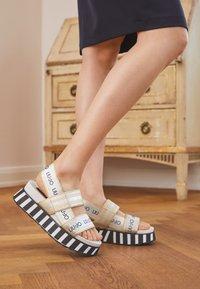 Liu Jo Jeans - Sandály na platformě - light gold - 5