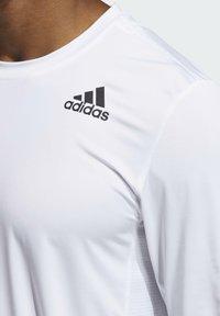 adidas Performance - 3 STRIPES PRIMEGREEN TECHFIT SPORTS LONG SLEEVE T-SHIRT - Camiseta de manga larga - white - 4