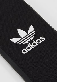 adidas Originals - Mobiltasker - black/white