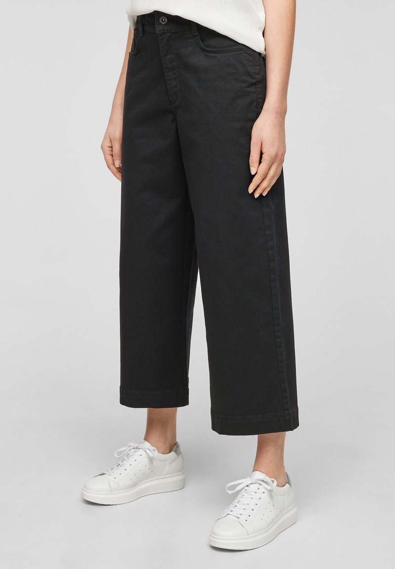 QS by s.Oliver - Flared Jeans - black