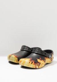 Crocs - BISTRO GRAPHIC UNISEX - Mules - black - 2