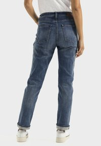 camel active - LOOSE FIT JEANS - Relaxed fit jeans - mid blue used tint - 2