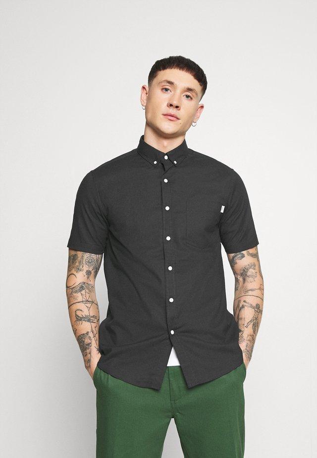 REGULAR - Skjorter - black
