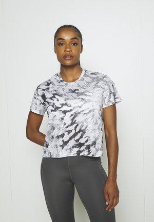 FAST ALL OVER PRINT SUPERNOVA AEROREADY - T-shirts med print - grey one/white