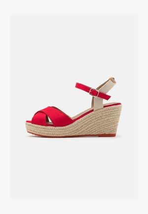 Sandales à plateforme - red