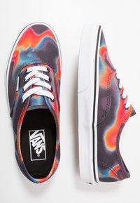 Vans - AUTHENTIC - Sneakersy niskie - multicolor/true white - 1