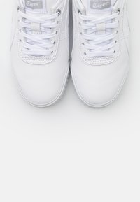 Onitsuka Tiger - DELEGATION  - Sneakers laag - white - 5