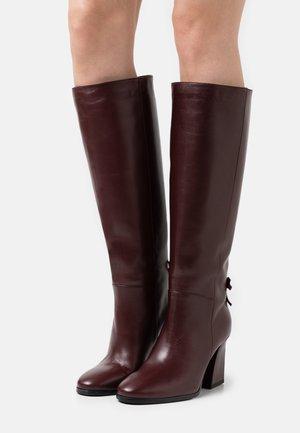 Vysoká obuv - cabernet