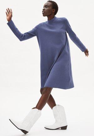 FRIADAA - Jumper dress - shadow blue