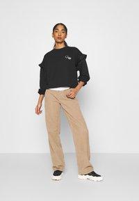 adidas Originals - CREW NECK - Camiseta de manga larga - black - 1