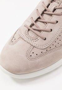 ECCO - ECCO FLEXURE RUNNER W - Sneakersy niskie - grey rose - 2