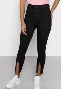 Noisy May Petite - NMCALLIE SLIT DETAI - Jeans Skinny Fit - black denim - 3