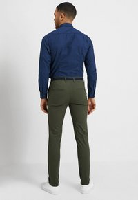 Selected Homme - SLHSLIM YARD PANTS - Chino kalhoty - deep depths - 2