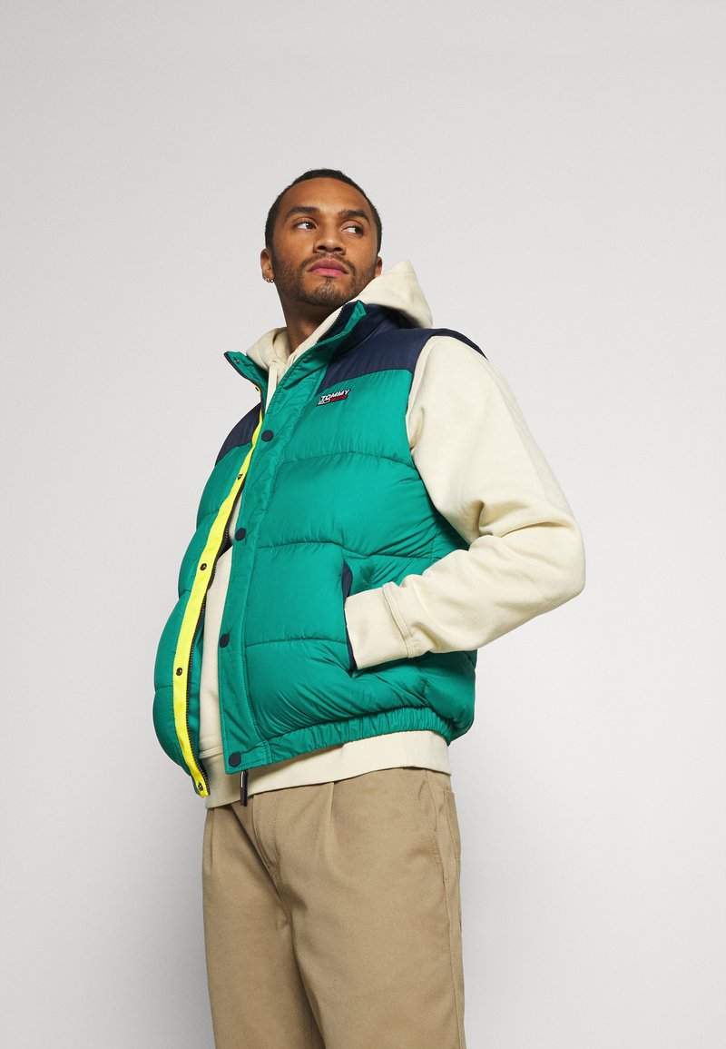 Tommy Jeans - CORP VEST - Waistcoat - midwest green/multi