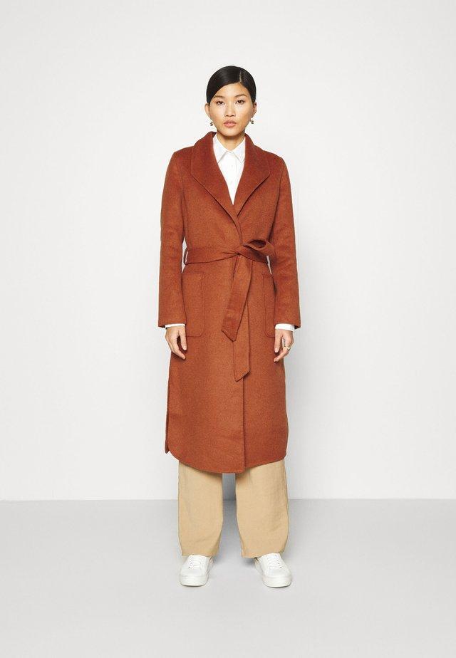 COAT HANDMADE - Zimní kabát - burned umber orange
