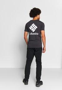 Columbia - LOGO JOGGER - Spodnie treningowe - black/city grey - 2