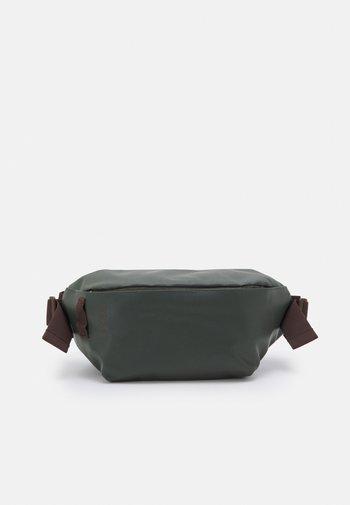 BODY BAG - Across body bag - climbing ivy