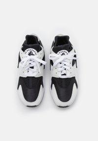 Nike Sportswear - AIR HUARACHE UNISEX - Baskets basses - black/white - 6