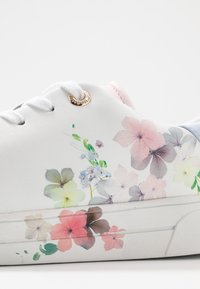 Ted Baker - LENNEI - Sneakers laag - ivory - 2