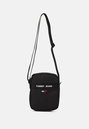 ESSENTIAL REPORTER - Across body bag - black