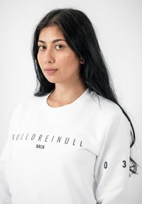 PLUSVIERNEUN - BERLIN - Sweatshirt - white - 6