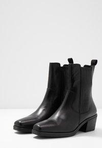Vagabond - SIMONE - Cowboy/biker ankle boot - black - 4