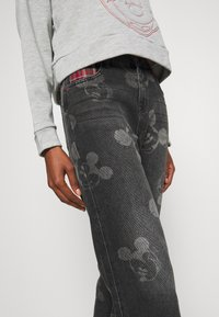 Desigual - MERY MICKEY - Jean boyfriend - denim black - 4
