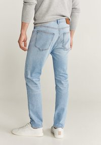 Mango - TOM TAPERED FIT - Jeans slim fit - hellblau - 2