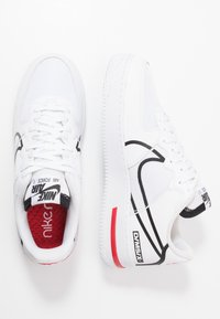 Nike Sportswear - AIR FORCE 1 REACT - Sneakersy niskie - white/black/university red - 1