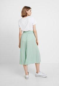 Miss Selfridge - PLEATED ELASTICATED WAIST - A-snit nederdel/ A-formede nederdele - green - 2