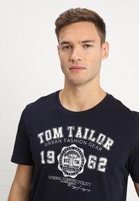 TOM TAILOR - LOGO TEE - Print T-shirt - navy blue - 4