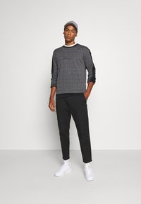 Hollister Co. - TAPER CROP - Chinos - black - 1